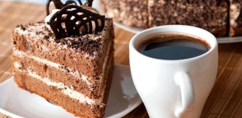 Kaffee und Kuchen in Maßen löst kein Sodbrennen aus