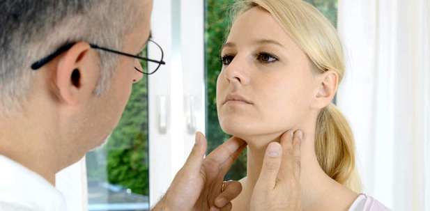 Fieber-Diagnose: Lymphknoten abtasten