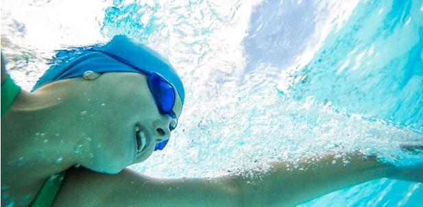 Schwimmen hilft bei Skoliose