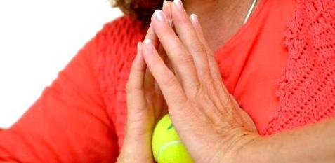 Um bei Kälte die Durchblutung der Hände zu steigern, hilft Fingergymnastik
