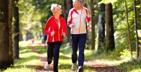 Nach dem Umknicken zum Arzt, um Arthrose-Folgeschäden zu vermeiden