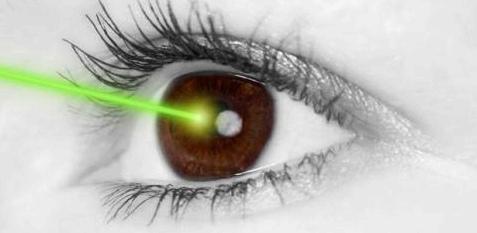 Laser korrigiert die Augenhornhaut
