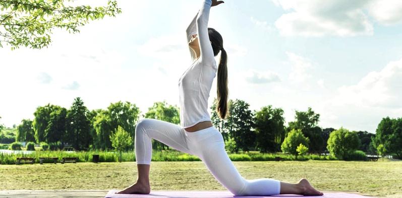 Yoga gegen Völlegefühl
