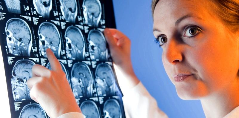 Mithilfe eines CT's (Computertomografie) ist eine Hirnblutung gut und schnell erkennbar