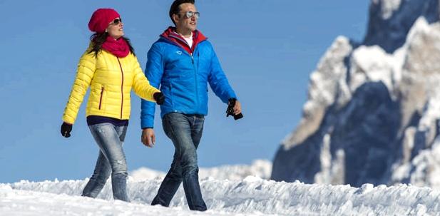 Leichte körperliche Aktivitäten wie ein Spaziergang fördern die Durchblutung