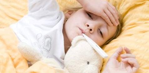 Dreitagefieber bekommen Kinder von zwei Monaten bis zwei Jahre