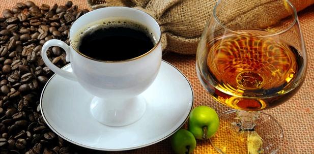 Harndrang durch Alkohol und Kaffee