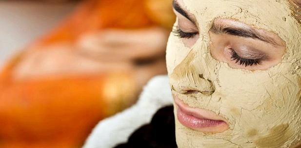 Heilerde-Maske bei Hautproblemen