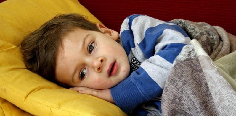 Kind hustet nachts und kann nicht schlafen