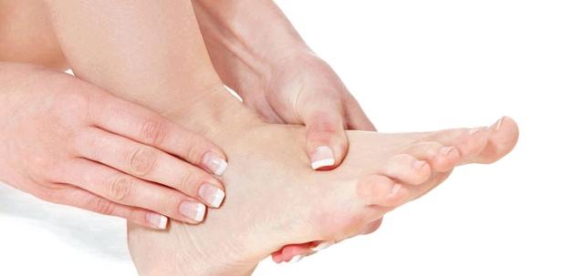 Wenn kalte Füße schmerzen oder kribbeln, sollten Sie Ihren Arzt aufsuchen