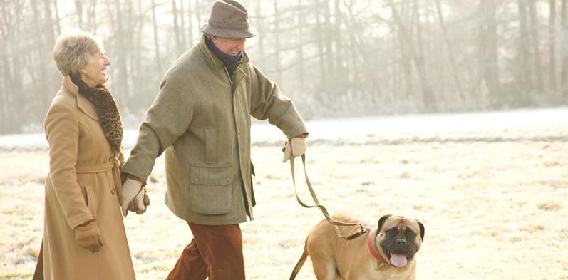 Senioren machen Spaziergang