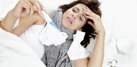 Bei Fieber gilt: Zunächst nur schwitzen, schlafen, Anstrengung meiden und viel trinken.
