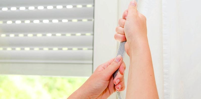 Hilfe bei Migräne: Licht kann einen Anfall auslösen. Es ist also zuerst sinnvoll, den Raum zu verdunkeln
