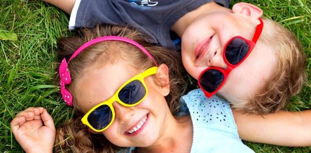 Sonnenbrille schützt Kinderaugen vor UV-Schäden