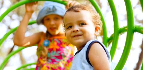 Kleines Kind mit Rheuma