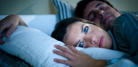 Frau mit Schlafstörung und Ängsten