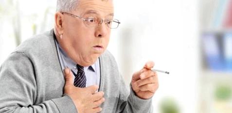 Raucherhusten ist oft ein erstes Zeichen einer beginnenden COPD