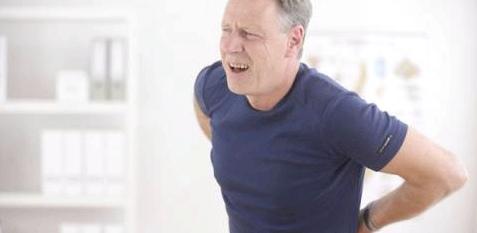 Ein Indiz für einen Bandscheibenvorfall sind starke Rückenschmerzen