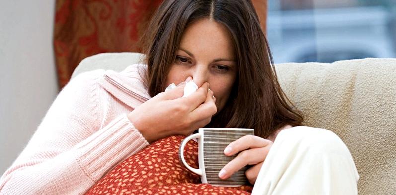 Frau mit Erkältung