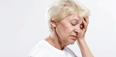 Frau mit Schwankschwindel