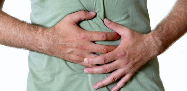Typische Symptome bei Nahrungsmittelintoleranzen: Bauschmerzen