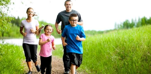 Familie beim Sport: Hat einer einen Infekt, ist Trainingspause angesagt, sonst droht Herzmuskelentzündung
