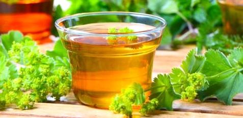 Um Nierenleiden vorzubeugen, sollten Sie zwei bis drei Liter pro Tag trinken, am besten Kräutertees oder Wasser