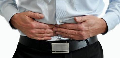 Achten Sie auf die Signale Ihres Körpers. Unterbauchbeschwerden können zum Beispiel bei jungen Männern das erste Anzeichen für Hodenkrebs sein
