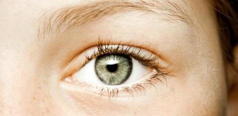 Frauen leiden besonders oft unter trockenen Augen