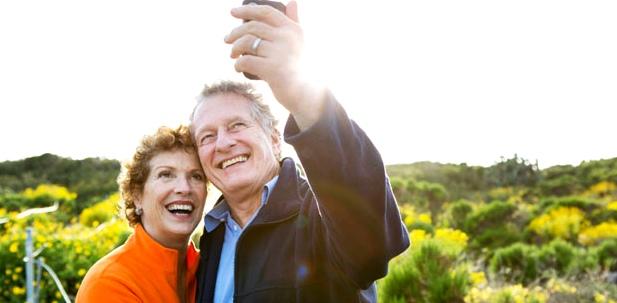 Älteres Ehepaar im Urlaub