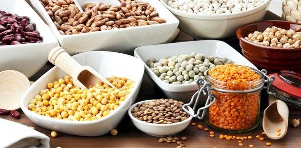 Schalen mit verschiedenen Hülsenfrüchten
